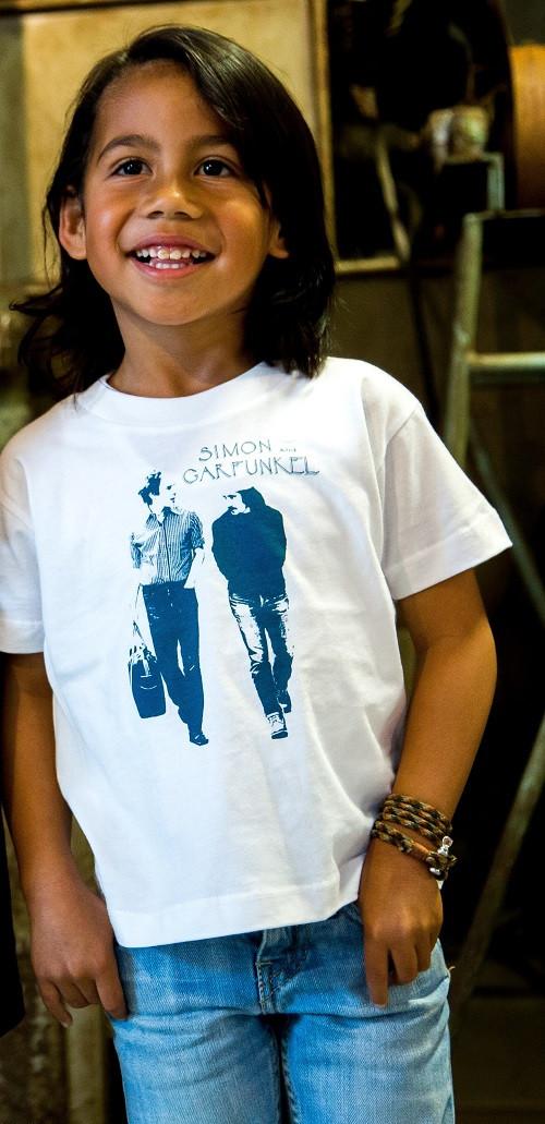 Simon and Garfunkel kinder T-shirt Walking fotoshoot